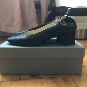 Everlane Day Heel in Black. Size 8.